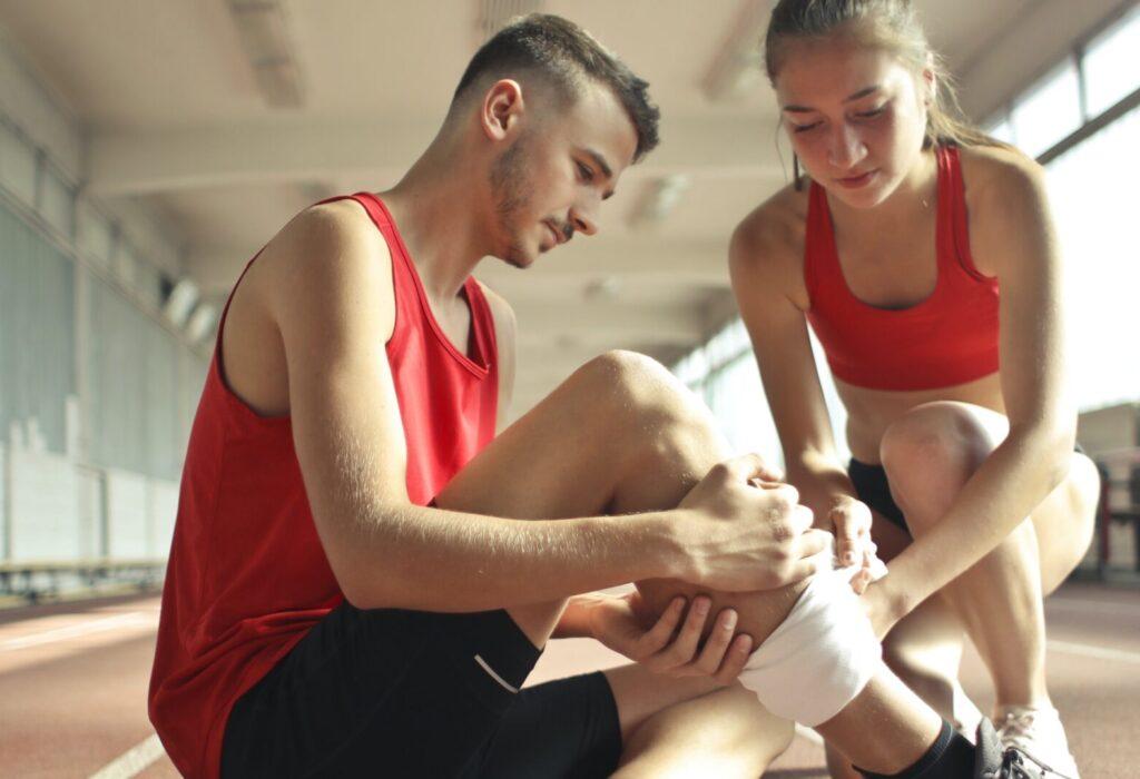 Wie die Orthopädie mit Stoßwellentherapie bei einer Sportverletzung helfen kann